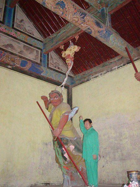 Мастер Сюй Минтан в павильоне Кимнара Шаолинь